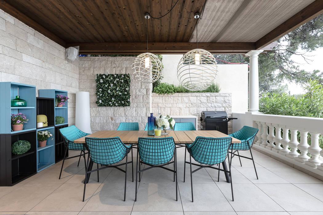 Design of an outdoor terrace of a villa in Monaco.: Case in stile  di NG-STUDIO Interior Design