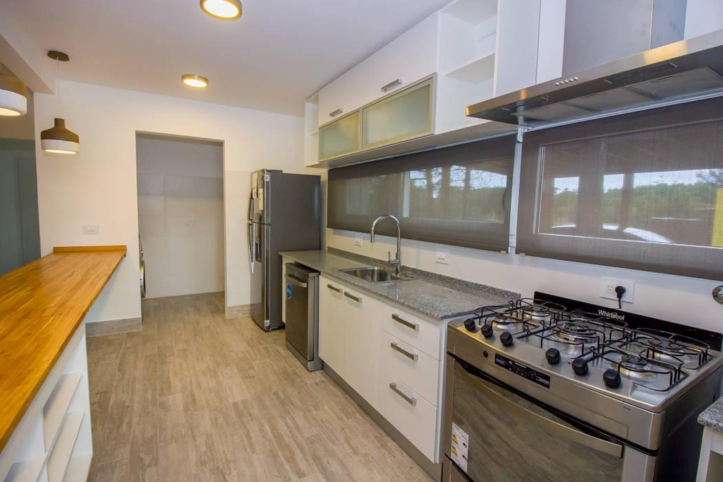 Casa modular en el barrio de Costa Esmeralda: Cocinas de estilo  por JOM HOUSES