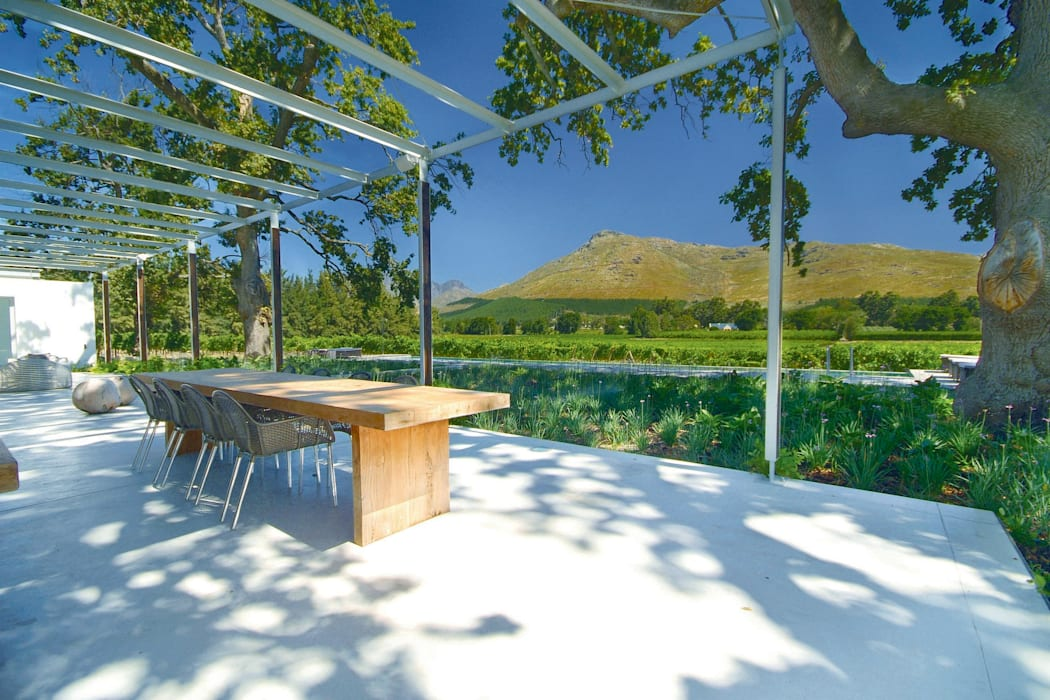 The Stoep:  Patios by Van der Merwe Miszewski Architects