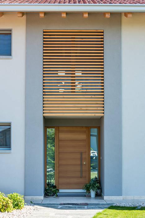 Ampio ingresso: Ingresso & Corridoio in stile  di Woodbau Srl
