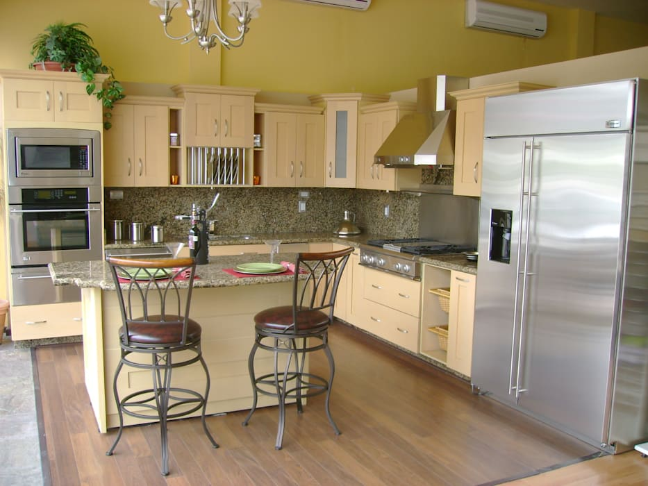 Cocina moderna con puertas de madera con diseño cocinas ...