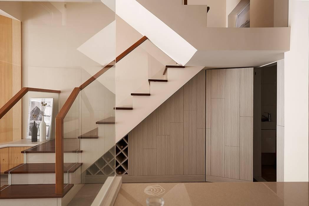 狹長街屋大改造:  樓梯 by 層層室內裝修設計有限公司, 北歐風