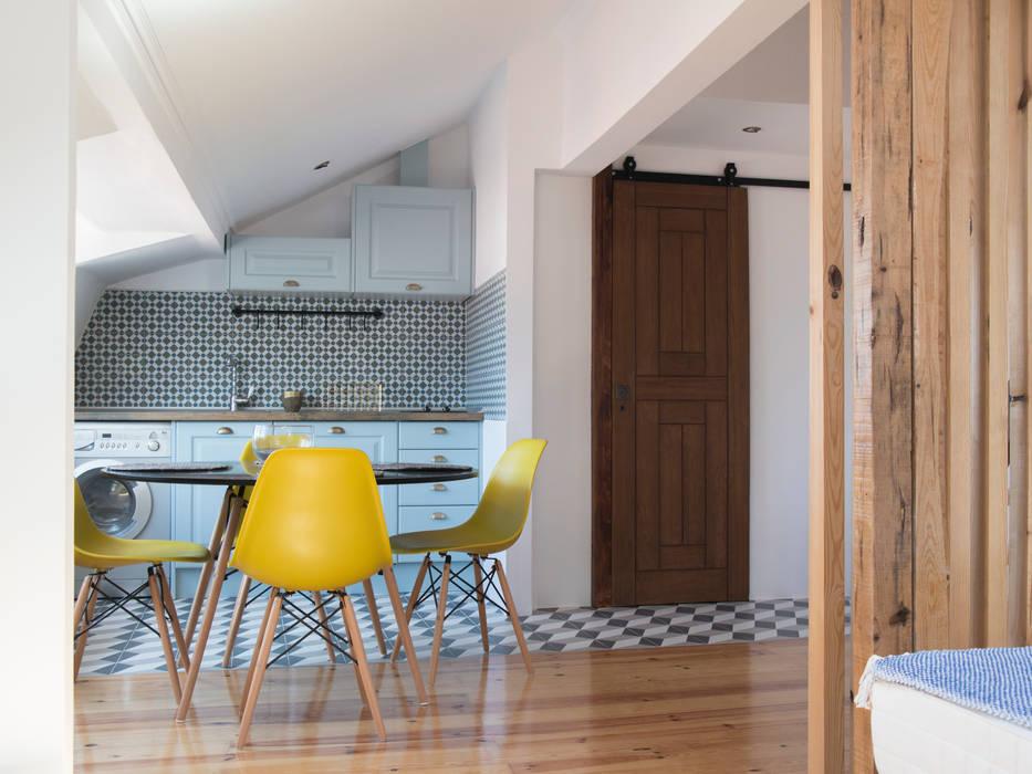 Apartamento . Lisboa . Reabilitação e Alteração: Cozinhas embutidas  por aponto