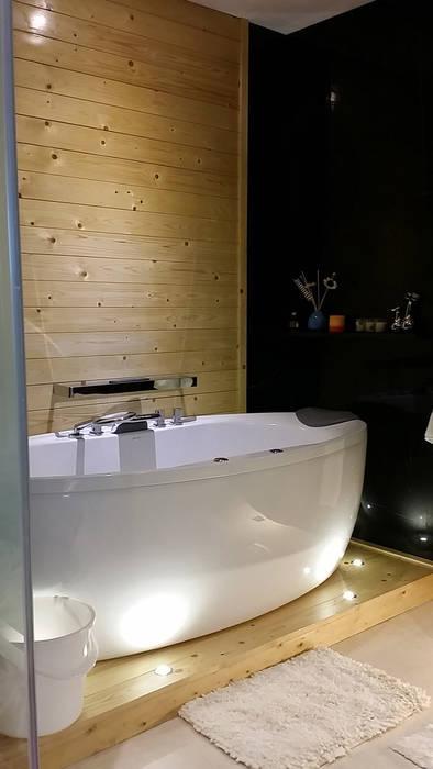 Vipod KLCC, Kuala Lumpur:  Bathroom by Norm designhaus, Classic