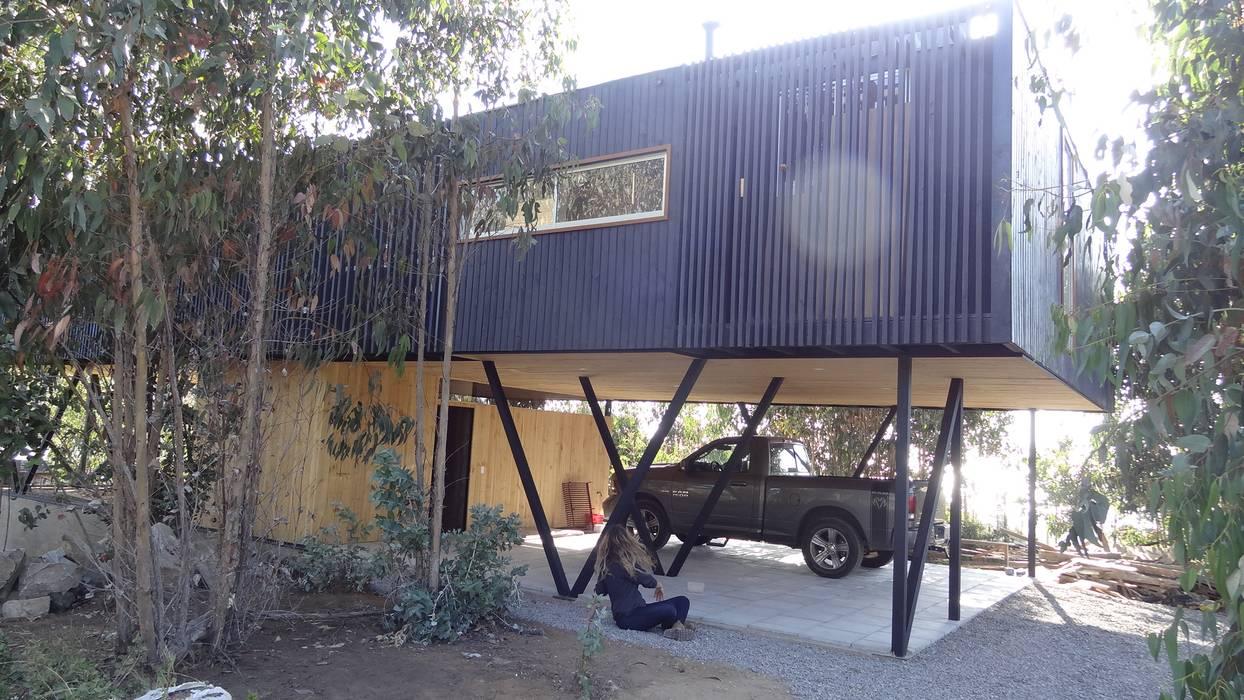 Casa QV: Garages de estilo  por m2 estudio arquitectos - Santiago,