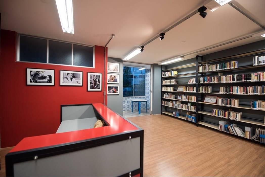 Biblioteca depois da Reforma Escolas modernas por Rafael Castro Arquitetura Moderno