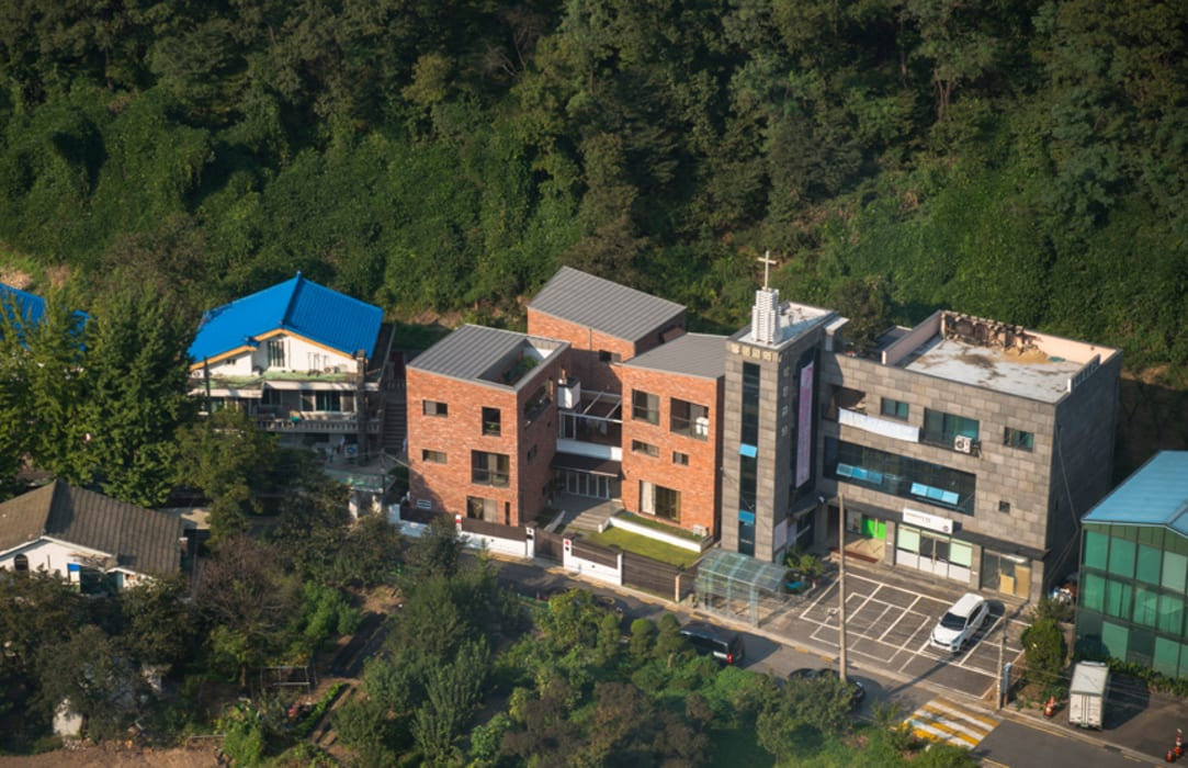 세지붕 한가족 컨트리스타일 주택 by HBA-rchitects 컨트리
