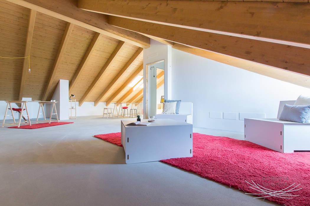 Appartamento in cantiere senza rivestimenti e porte: Studio in stile  di Home Staging & Dintorni