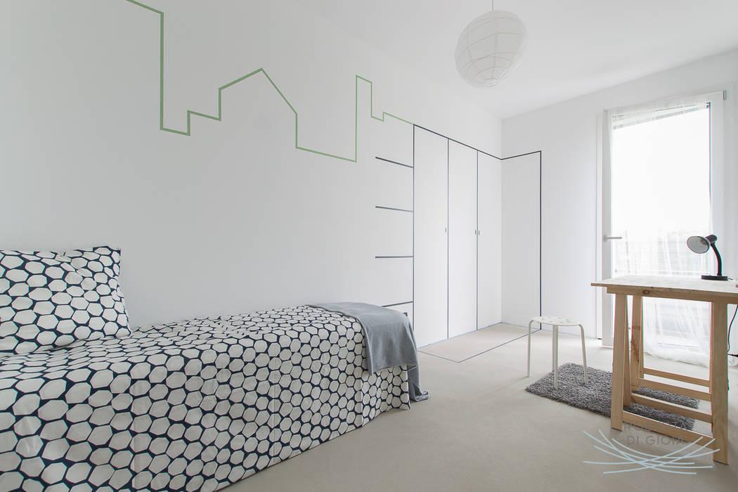 Appartamento in cantiere senza rivestimenti e porte: Stanza dei bambini in stile in stile Moderno di Home Staging & Dintorni