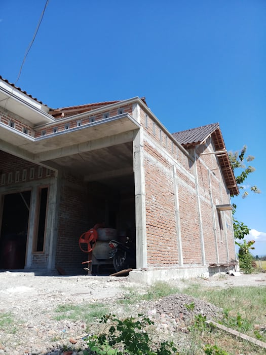 Rumah CV. ARRAHMAN CONSTRUCTION Dinding & Lantai Gaya Asia Batu Bata Multicolored