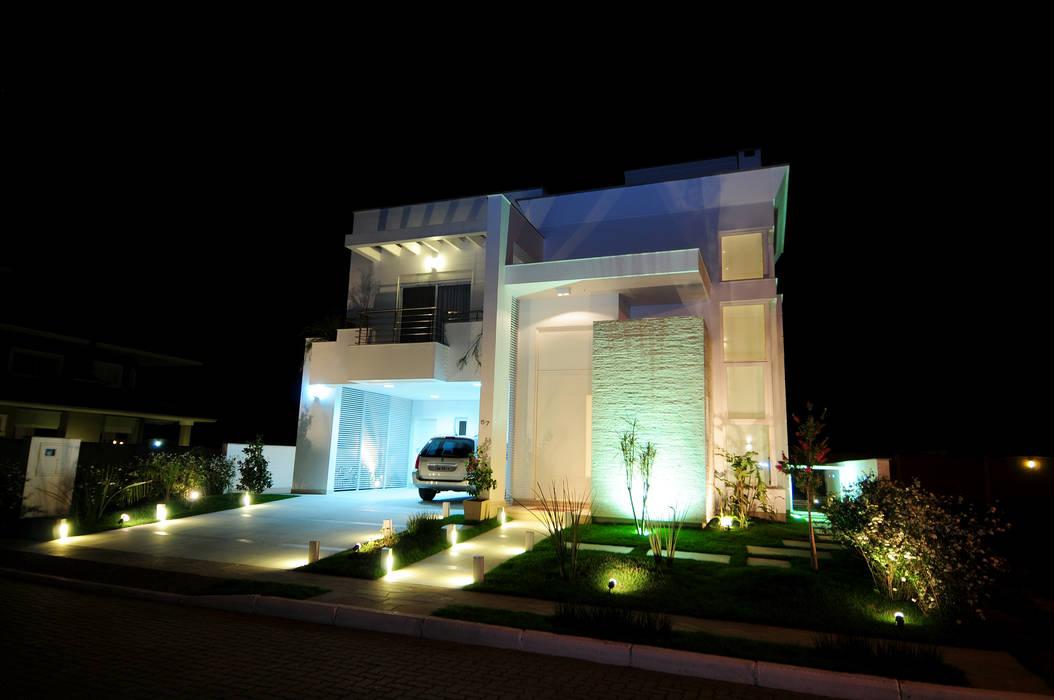 ANDRÉ PACHECO ARQUITETURA Single family home Bricks White