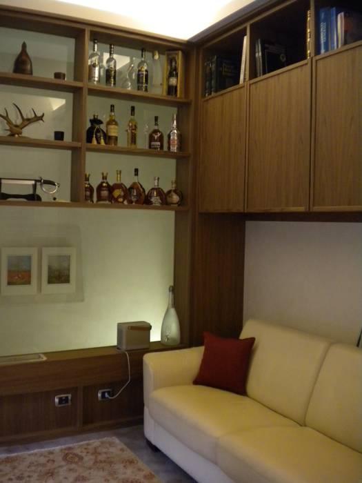 Studio in legno - Espositore bottiglie: Studio in stile in stile Moderno di Formarredo Due design 1967