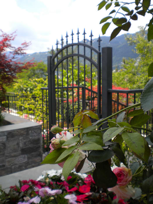 Ingresso - Villa sul Lago di Como: Giardino anteriore in stile  di Formarredo Due design 1967