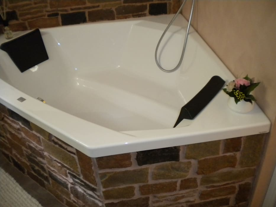 Bagno: Bagno in stile in stile Moderno di Formarredo Due design 1967
