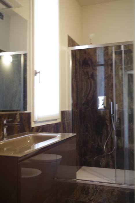 Bagno: Bagno in stile  di Formarredo Due design 1967