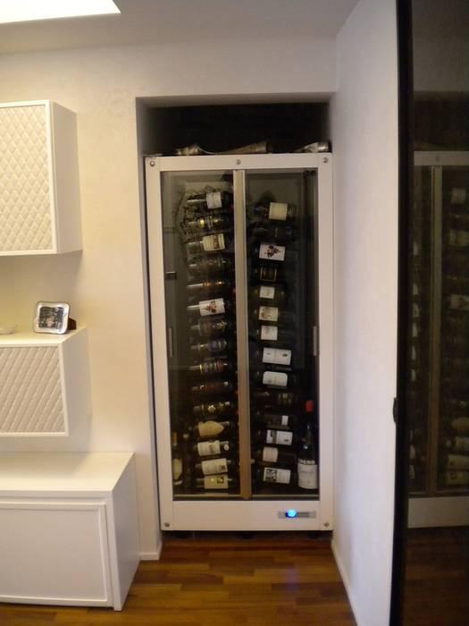 Cantinetta per vino: Soggiorno in stile in stile Moderno di Formarredo Due design 1967