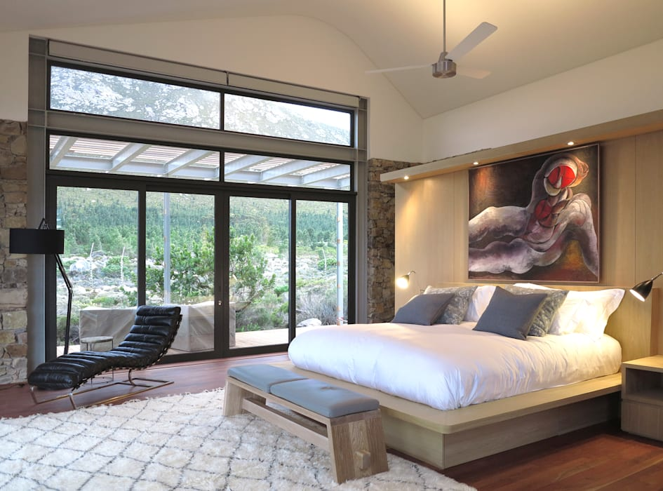 Main Bedroom:  Bedroom by Van der Merwe Miszewski Architects, Modern Wood Wood effect