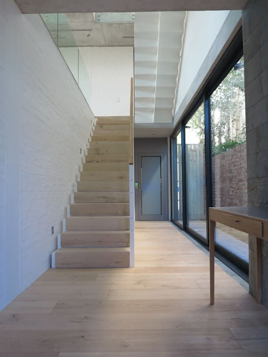 Staircase by Van der Merwe Miszewski Architects Modern Wood Wood effect