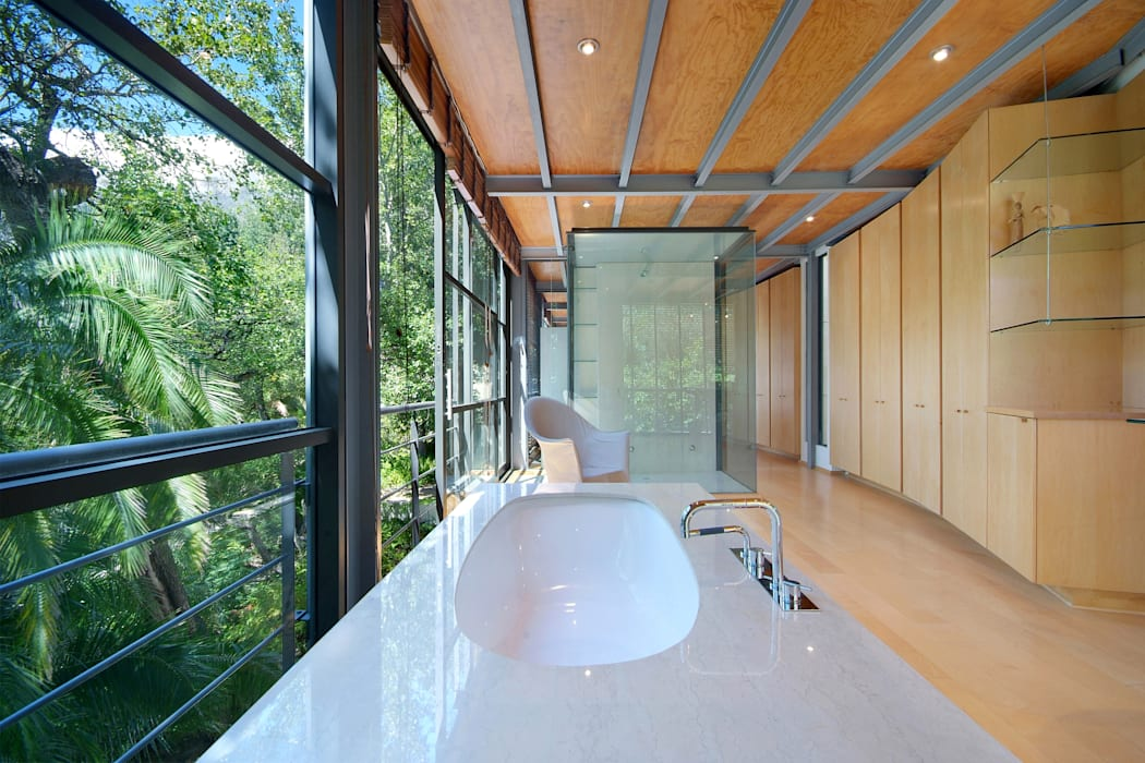 Main En-Suite Bathroom:  Bathroom by Van der Merwe Miszewski Architects, Modern Stone