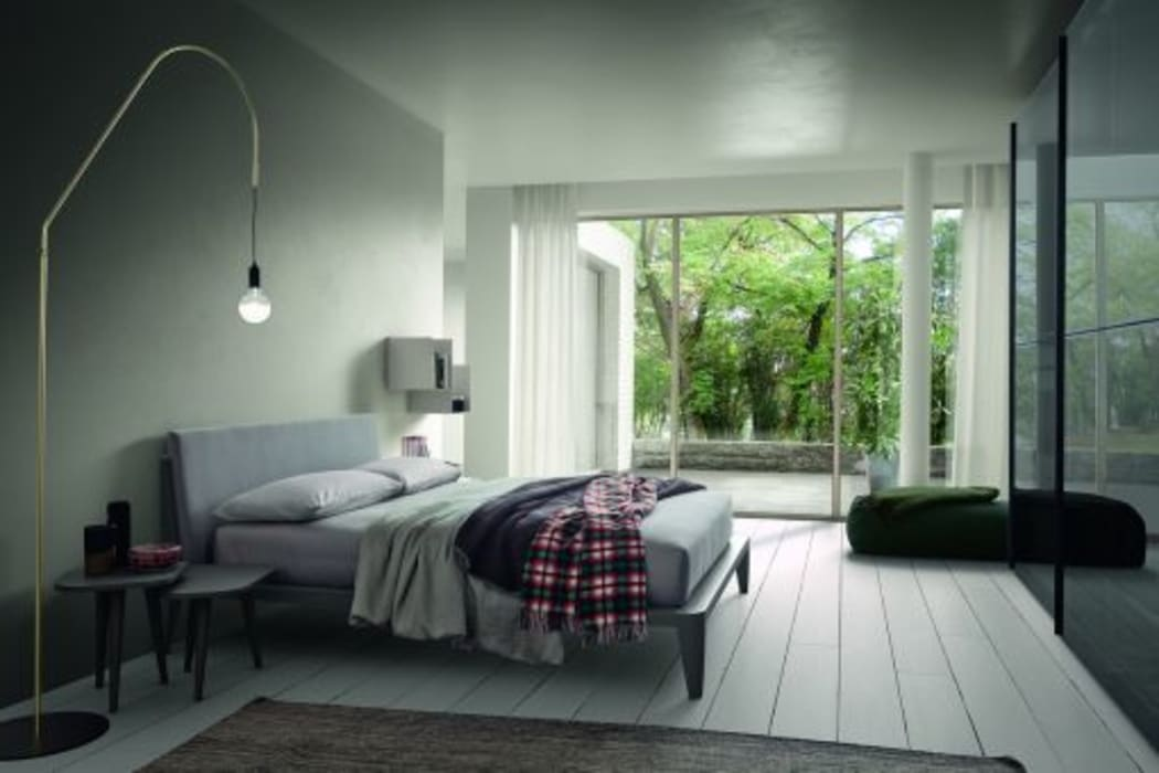 Lo stile moderno in camera da letto: Camera da letto in stile in stile Moderno di Ferrari Arredo & Design