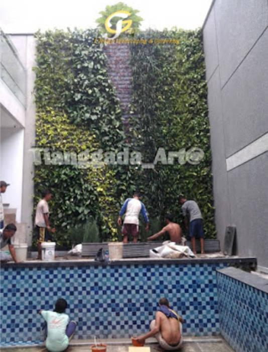 Proses Pemasangan taman vertikal Oleh Tukang Taman Surabaya - Tianggadha-art Modern Aluminium/Seng