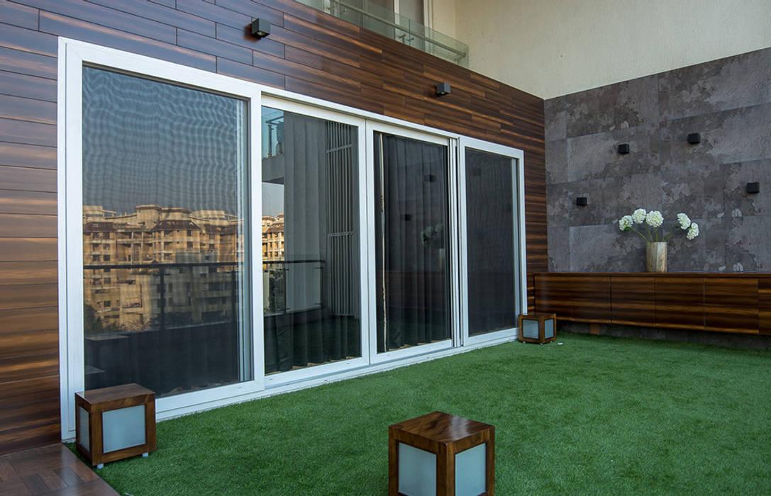 Balcón de estilo  por Area Planz Design,