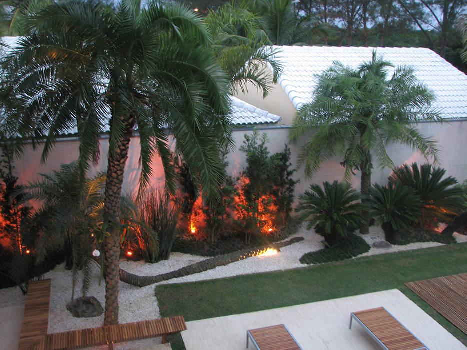 Jardim: Jardins  por Renata Esbroglio Arquitetura,