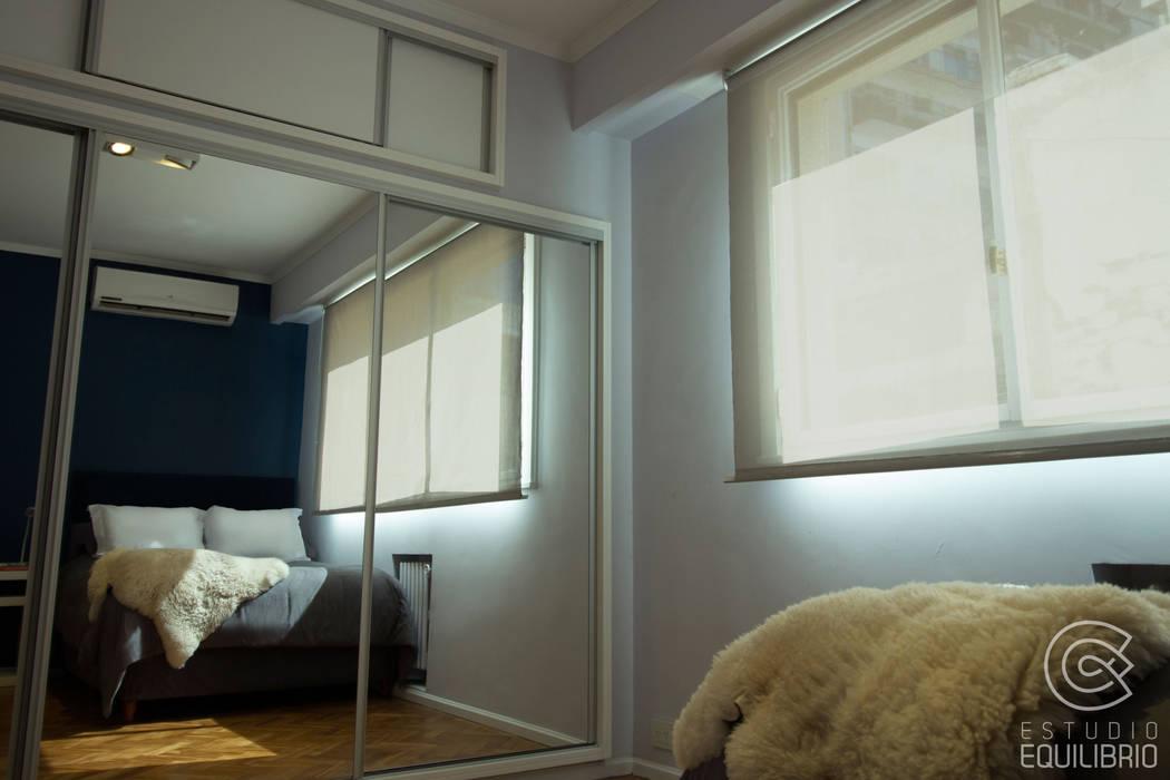 Proyecto Habitación Cerviño Estudio Equilibrio Dormitorios modernos: Ideas, imágenes y decoración Azul