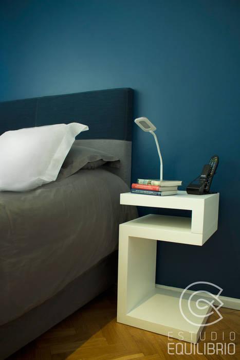 Proyecto Habitación Cerviño - Cabecero Mesa de luz: Dormitorios de estilo moderno por Estudio Equilibrio