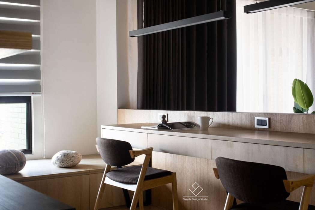 書桌:  書房/辦公室 by 極簡室內設計 Simple Design Studio