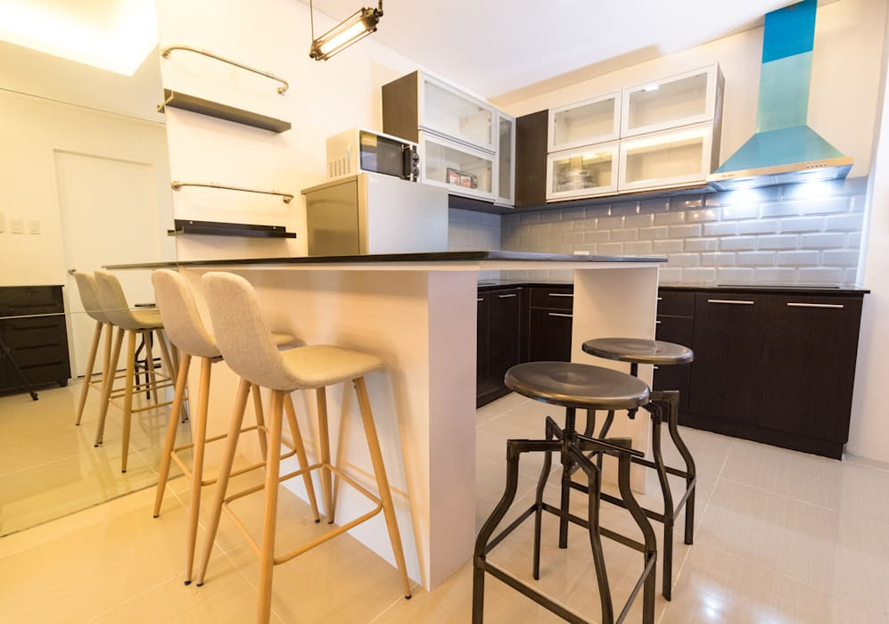 Seibu Tower Project / Golden Forum Land Inc.:  Dining room by TG Designing Corner , Minimalist