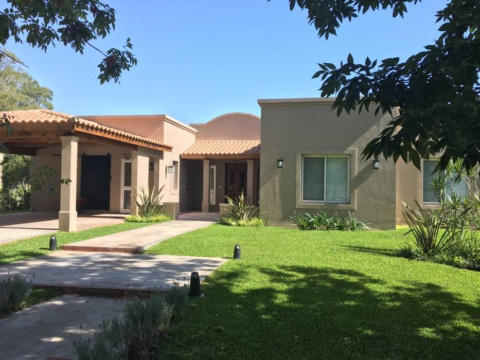 Casa estilo campo en Haras San Pablo C.C. Casas de estilo rural de Estudio Dillon Terzaghi Arquitectura - Pilar Rural Ladrillos