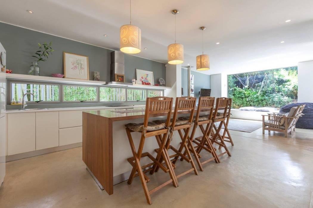 Kitchen Island by Van der Merwe Miszewski Architects Modern Solid Wood Multicolored