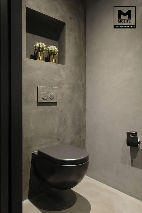 Woonhuis in Hengelo:  Badkamer door Molitli Interieurmakers,
