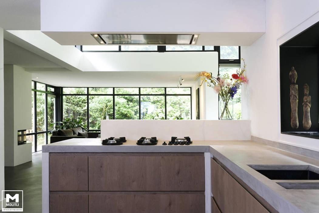 Boswoning in Apeldoorn:  Keuken door Molitli Interieurmakers