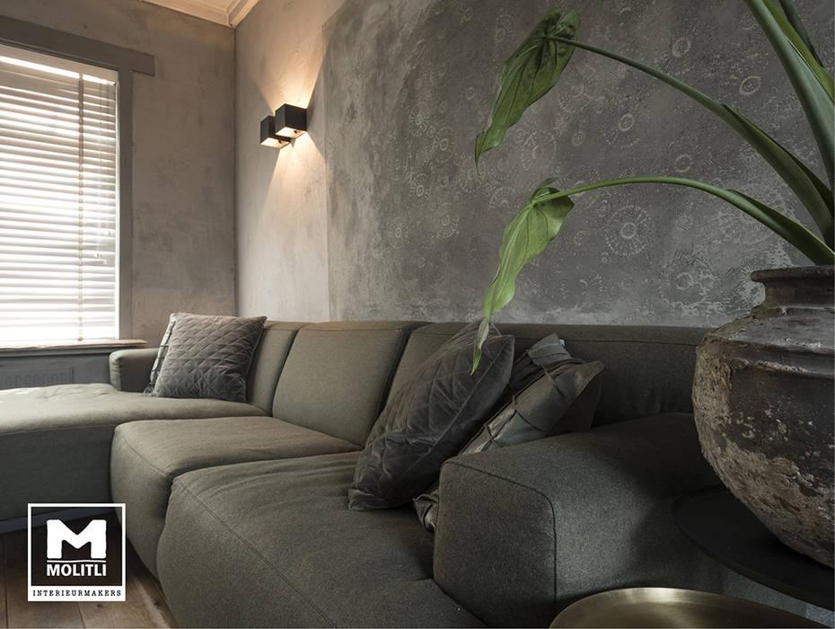 Restyling woonkamer :  Woonkamer door Molitli Interieurmakers
