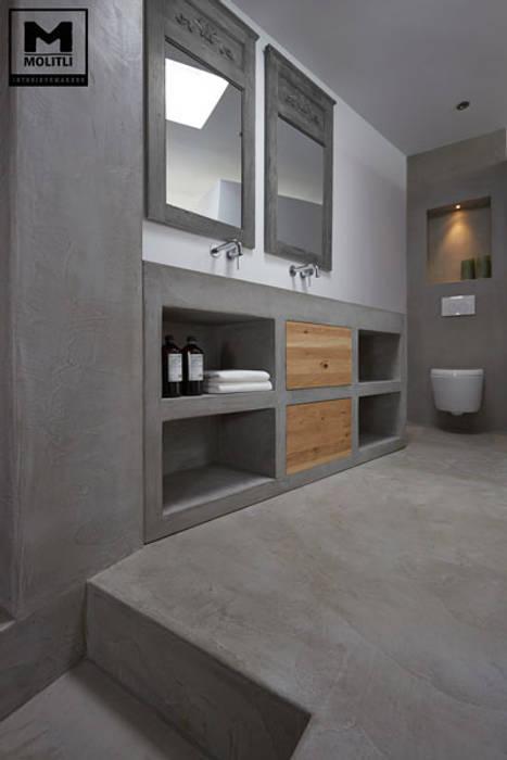 Betonstuc badkamer met verzonken bad Molitli Interieurmakers Industriële badkamers