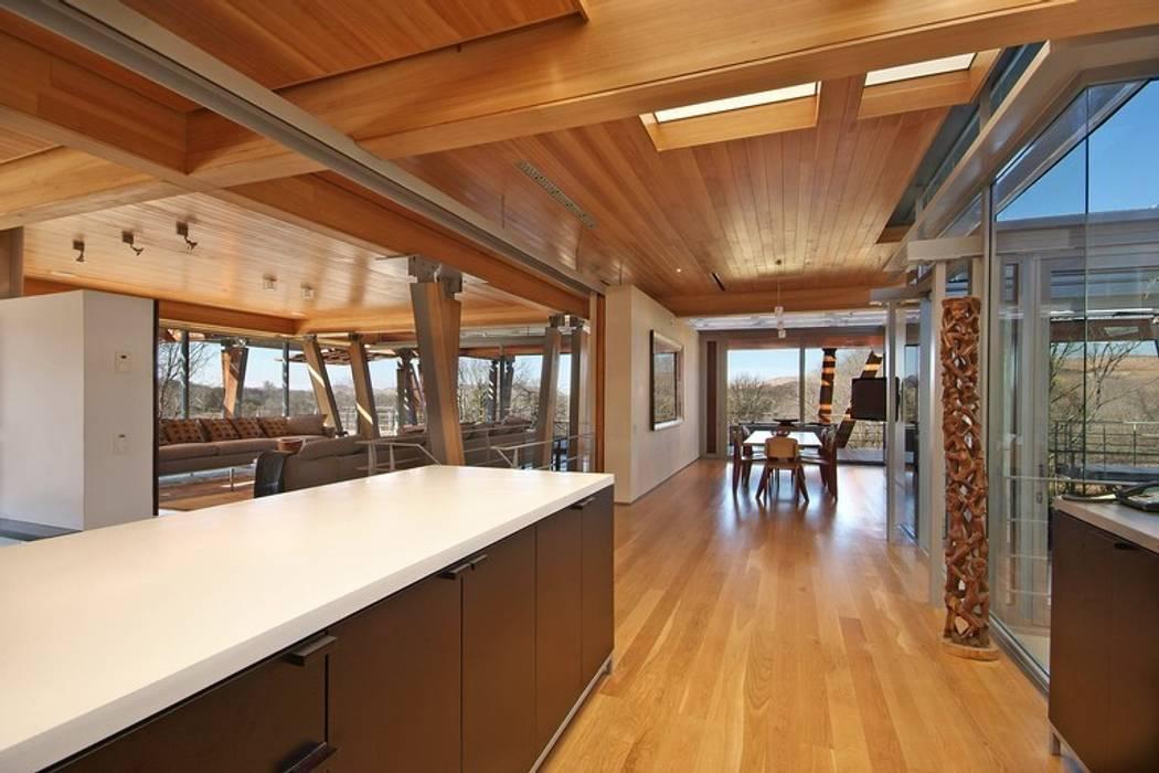 Kitchen & Dining Room:  Built-in kitchens by Van der Merwe Miszewski Architects