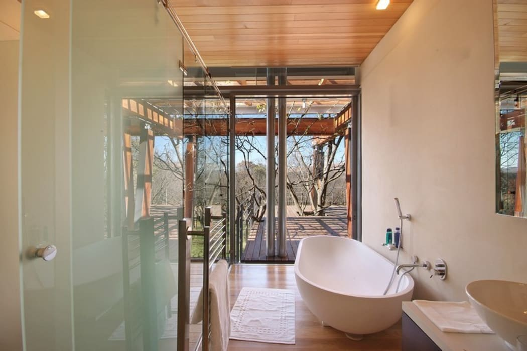 Bathroom with a View:  Bathroom by Van der Merwe Miszewski Architects