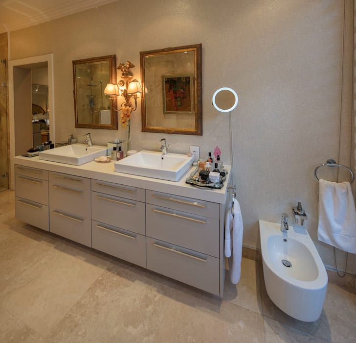 A Bathroom of Royal Splendour Classic style bathroom by Spegash Interiors Classic