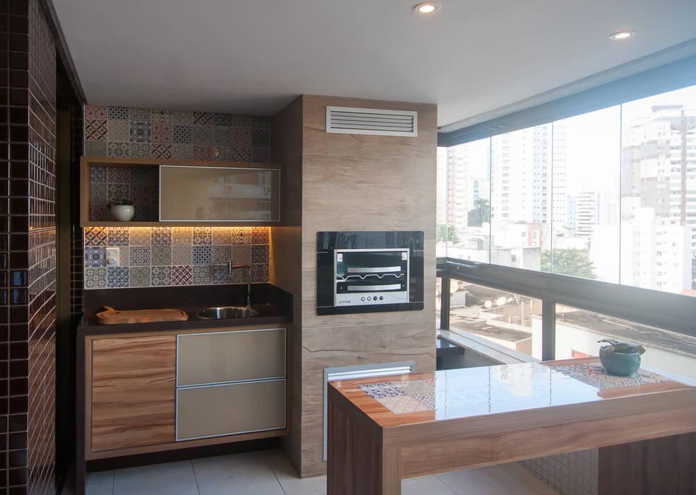 Varanda gourmet: Terraços  por Bernal Projetos - Arquitetos em Salvador