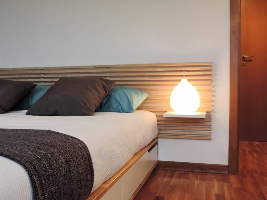 ARREDAMENTOCOMPLETO PER BILOCALE IN AFFITTO: Camera da letto in stile in stile Moderno di Boite Maison