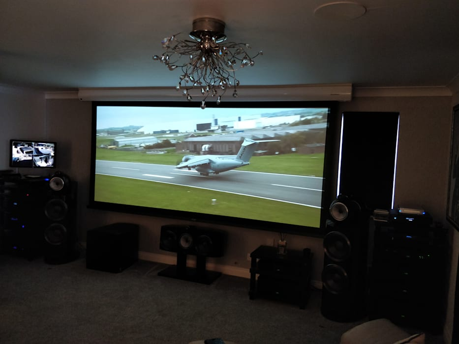 Cinemascope Home Cinema screen integrated with high-end HiFi Modern style media rooms by HiFi Cinema Ltd. Modern