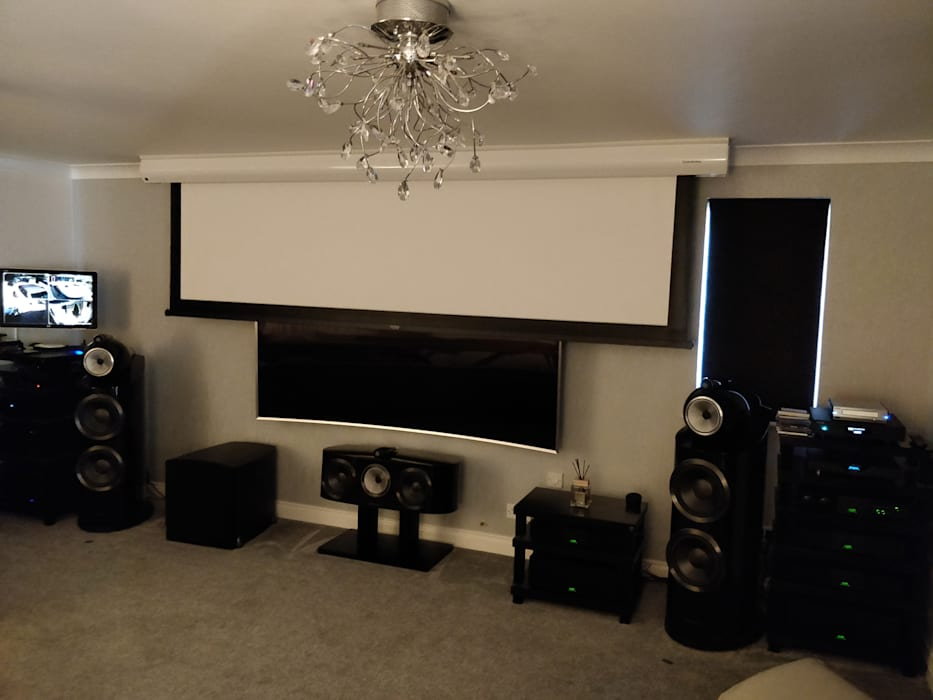 High-End HiFi and Cinemascope Cinema system Moderner Multimedia-Raum von HiFi Cinema Ltd. Modern