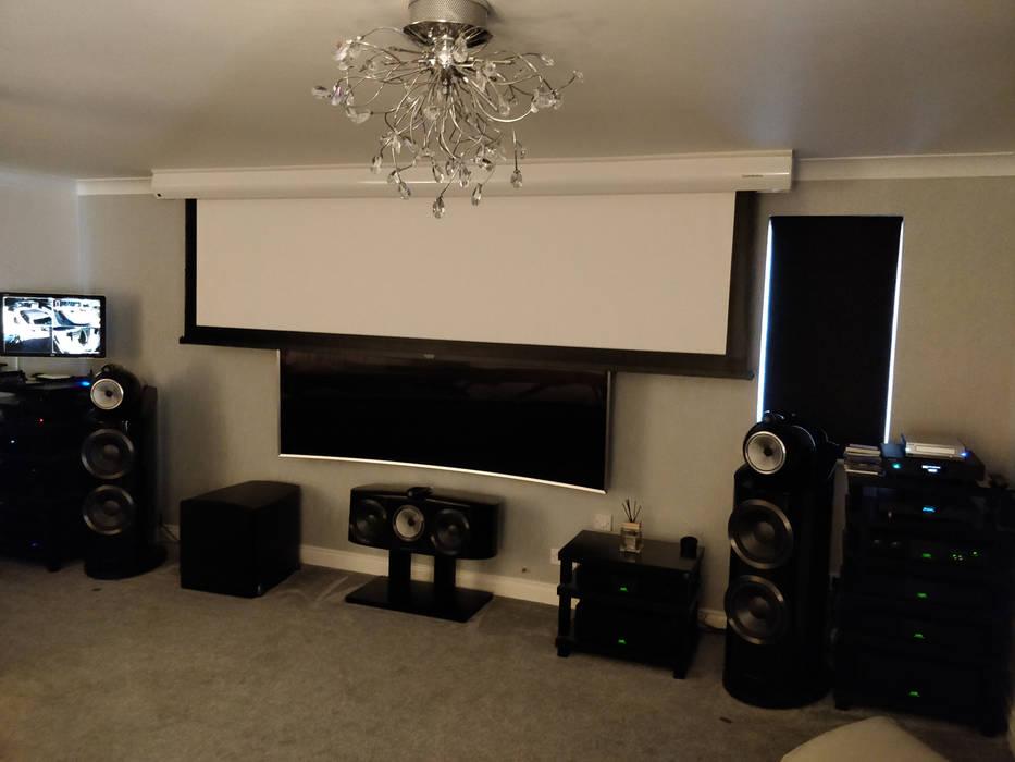 High-End HiFi and Cinemascope Cinema system Modern media room by HiFi Cinema Ltd. Modern