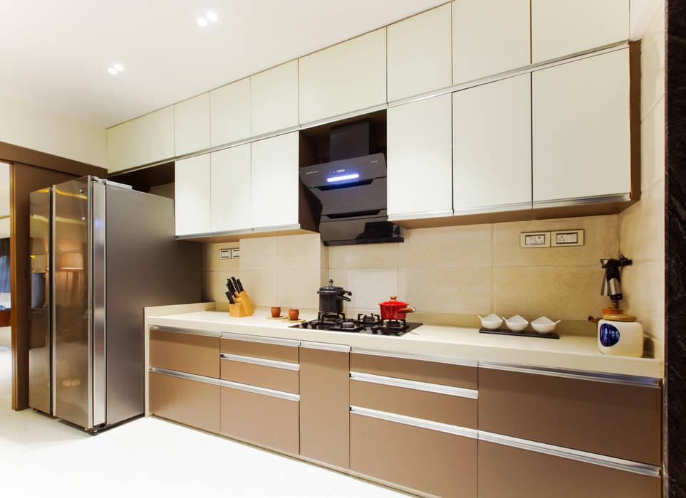 Residential apartment, Santacruz :  Kitchen by Urbane Storey