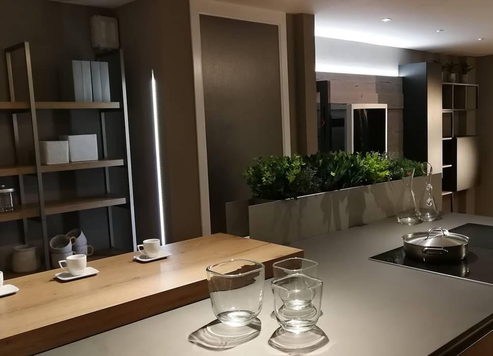 Cucina e Soggiorno Stile Industrial: Cucina in stile in stile Industriale di Formarredo Due design 1967