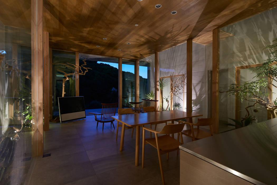 グランピングなLDK: 藤原・室 建築設計事務所が手掛けたリビングです。