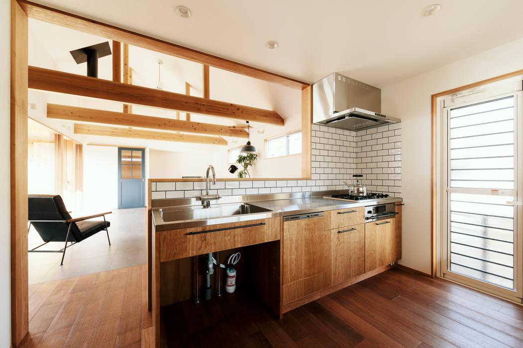 内と外を渡る家: ELD INTERIOR PRODUCTSが手掛けたキッチンです。