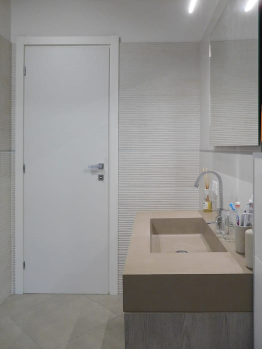 Studio di Architettura IATTONI Minimalist style bathrooms